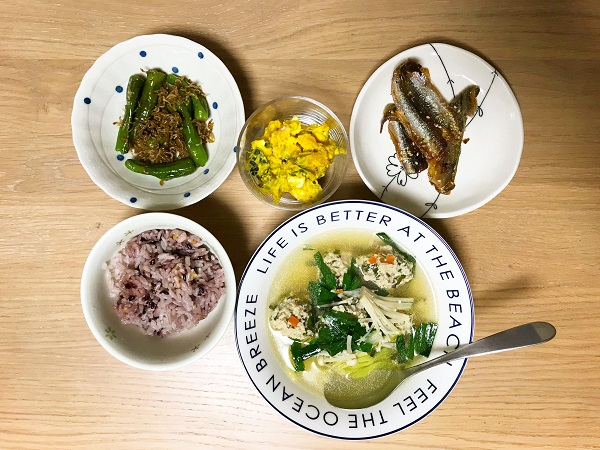 鶏ひき肉とニラだんごのスープの献立例