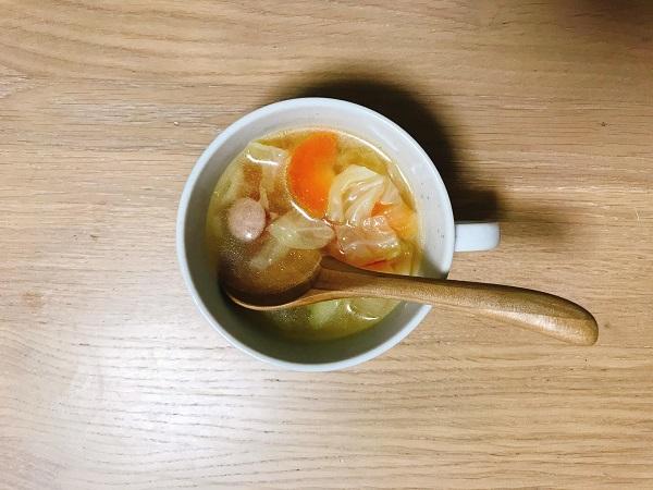 ウィンナーと野菜のコンソメスープ