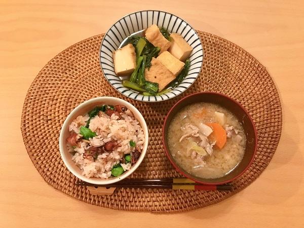 厚揚げと小松菜の煮物献立例