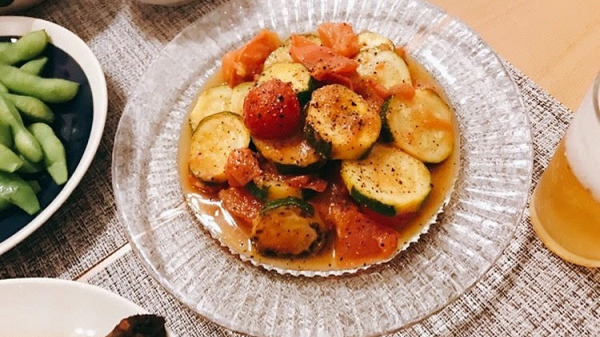 ズッキーニとトマトの炒め物